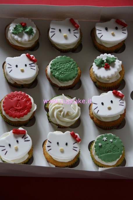 Cupcakes di Hello Kitty di Natale